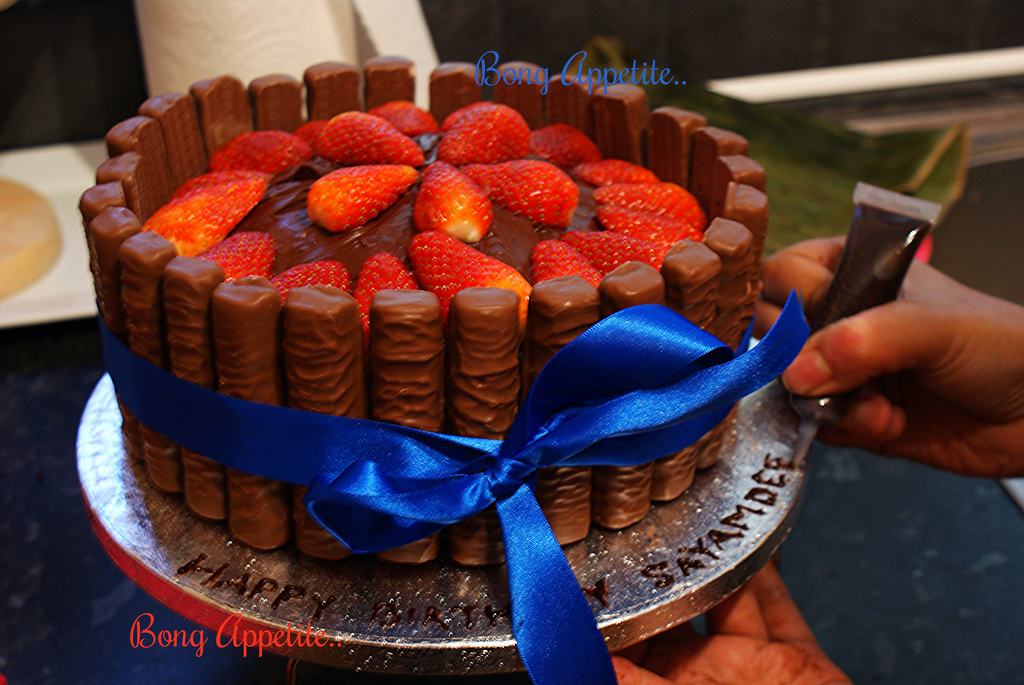 Excellent Chocolate Fudge Cake With Strawberry And Twix The Making Of A Funny Birthday Cards Online Inifofree Goldxyz