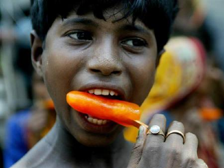 A boy having ice candy to beat the heat  (Source:Reuters)